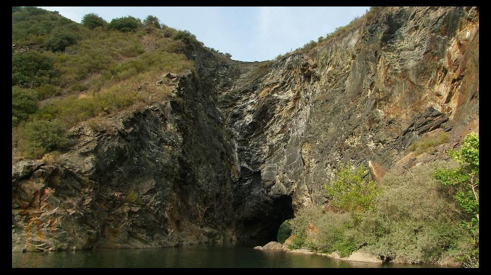 El peregrino pudo conocer el célebre túnel minero de Monrefurado y señaló que ya entonces su construcción se atribuía a los romanos
