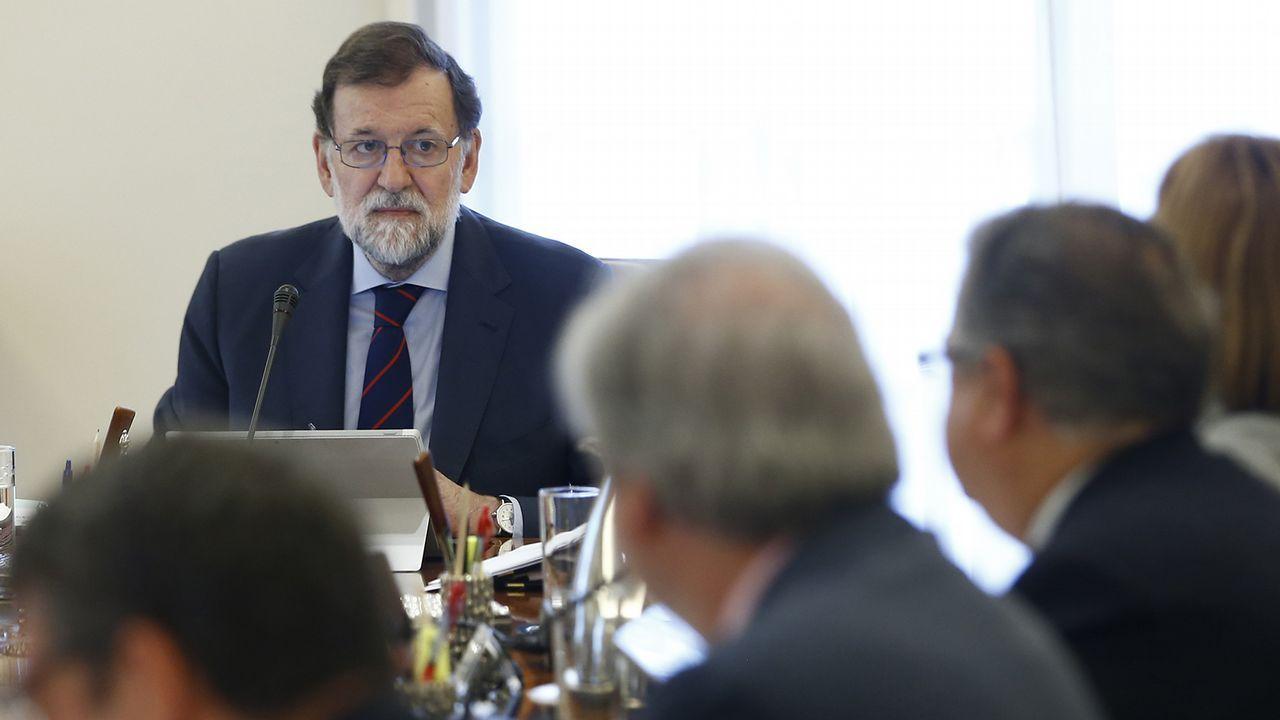 Rivera sobre Cataluña: «Hay que actuar de manera serena, efectiva y clara».El presidente del Gobierno, Mariano Rajoy, saluda a la presidenta de la Fundación Víctimas del Terrorismo, Mari Mar Blanco, a su llegada a la reunión mantenida con representantes de asociaciones de víctimas del terrorismo en el Palacio de la Moncloa
