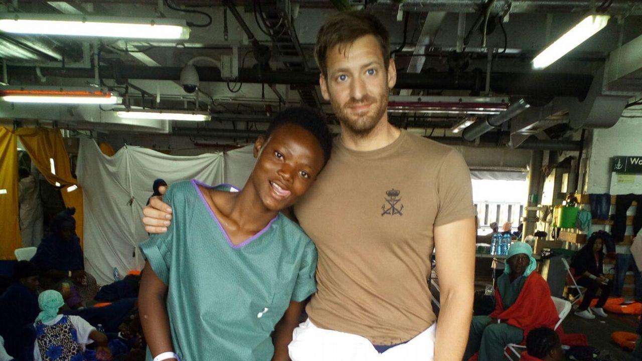 Al llegar al buque, Francesca le pidió a Pablo una foto. Es la única imagen de los dos juntos, que él le enviaría por Facebook