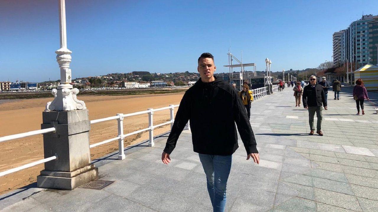 Infantil Real Oviedo Sporting Requexon.Óscar Whalley, de visita por Gijón