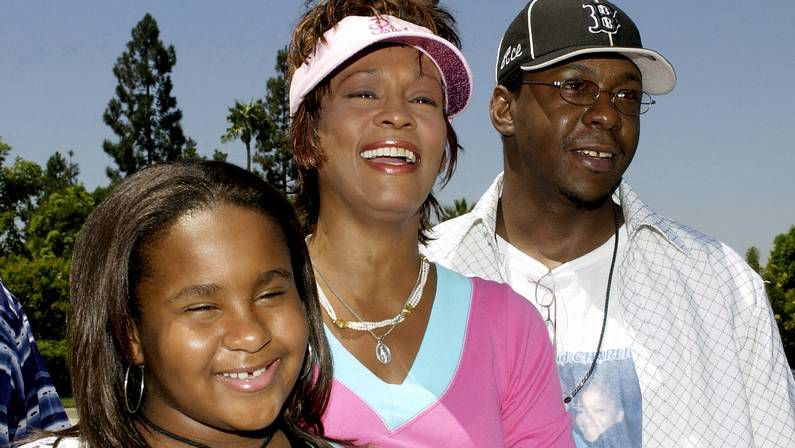 Sorpresas en los premios Emmy.Imagen del 2004 junto a su marido, Bobby Brown, y su hija