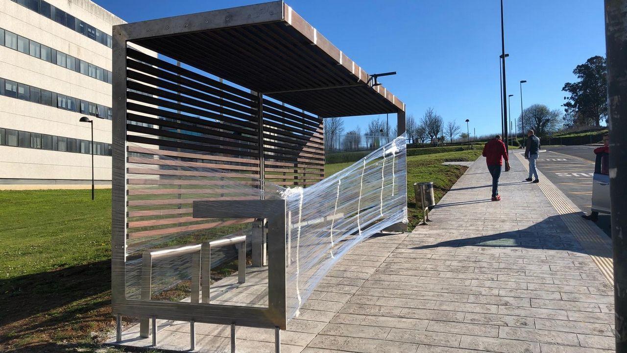 Las imágenes de la marquesina de bus que sirve de modelo para toda la Galicia urbana