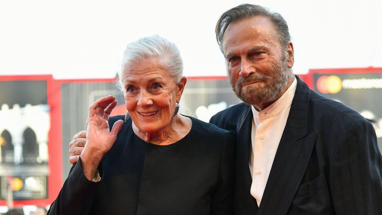 .La actriz Vanessa Redgrave y su marido, el actor Franco Nero llegan a la ceremonia de apertura del 75° Festival de Cine de Venecia en el Lido de la ciudad
