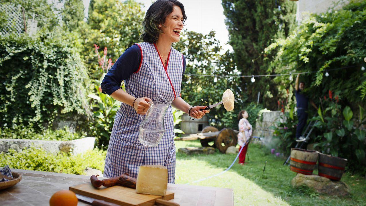 Propuestas para huir del calor.Cristina Pato na terraza da súa casa