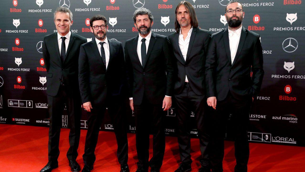 El equipo de  Tiempo después  posa a su llegada a la sexta edición de los Premios Feroz 2018