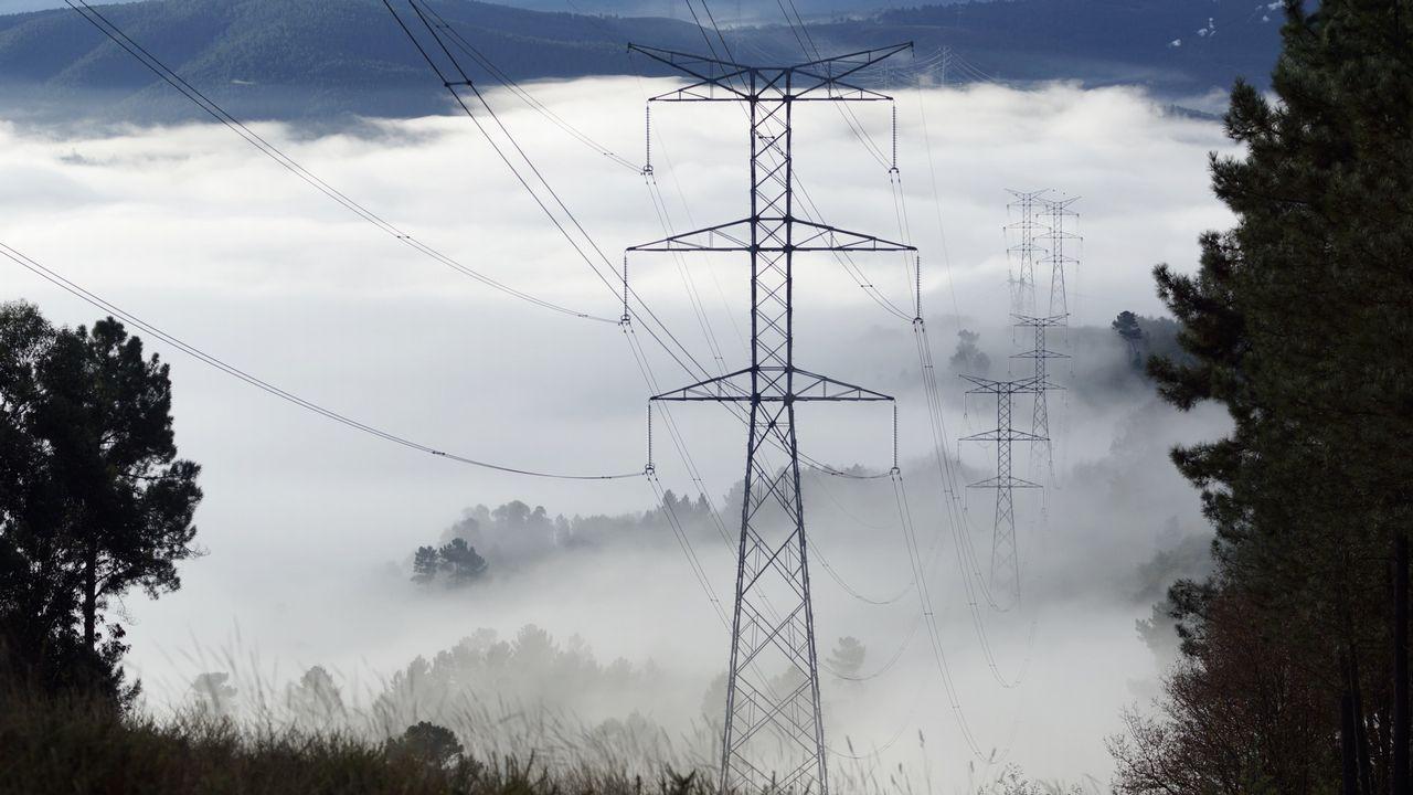 José María Paz: «Hace falta el gasoducto para unir Galicia con la Meseta».Las obras de tranformación de la eléctrica consumen 217 millones de euros