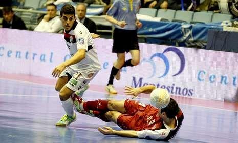 Los jugadores del Santander están más arropados que nunca por su afición.