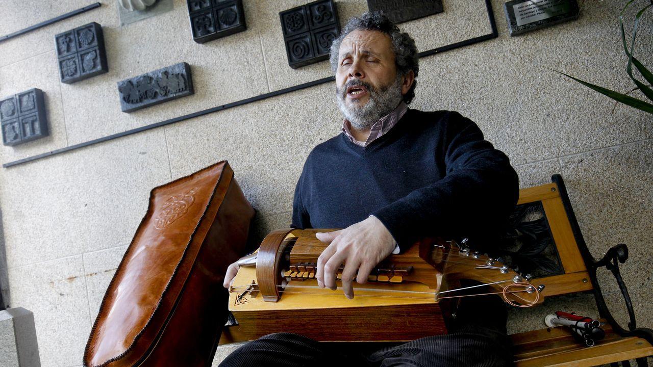 Francisco Xabier Almuíña Chorén, invidente que toca la zanfona