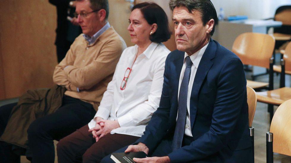 .El juzgado de lo penal número 2 de Oviedo acoge la vista contra el exedil del PP en el Ayuntamiento de Oviedo Alberto Mortera (d)