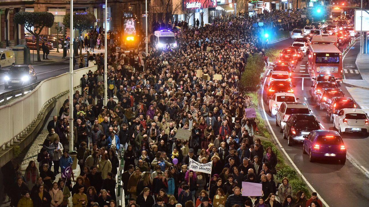 Trabajadores de Alcoa y Poligal llevan sus protestas al acto de Pedro Sánchez.Detalle de «Abuela y nietas», de Sotomayor