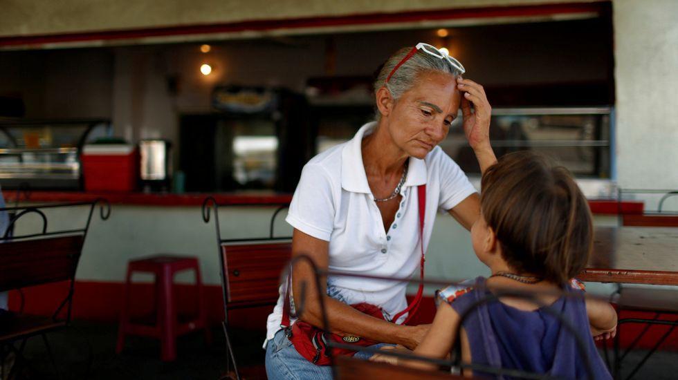 .Agotados tras horas de cola para comprar en Punto Fijo, Venezuela