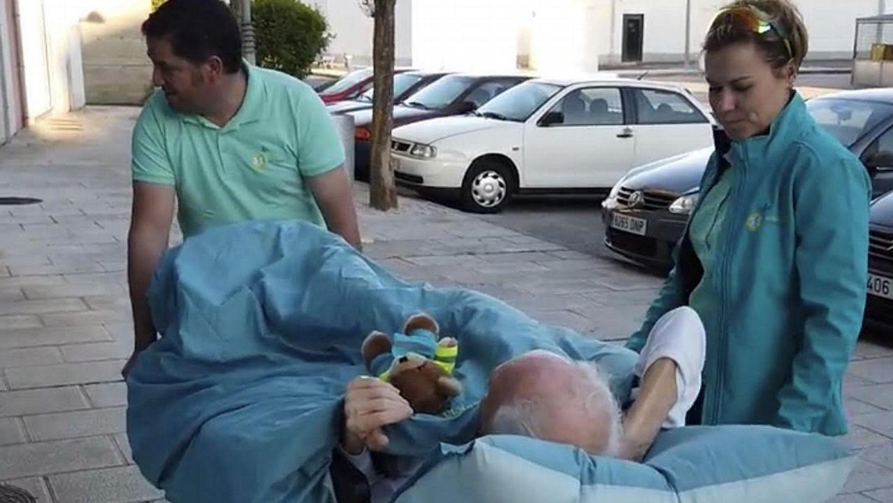 Los técnicos sanitarios de la Ambulancia del Deseo trasladaron a Julio hasta Monforte desde Madrid