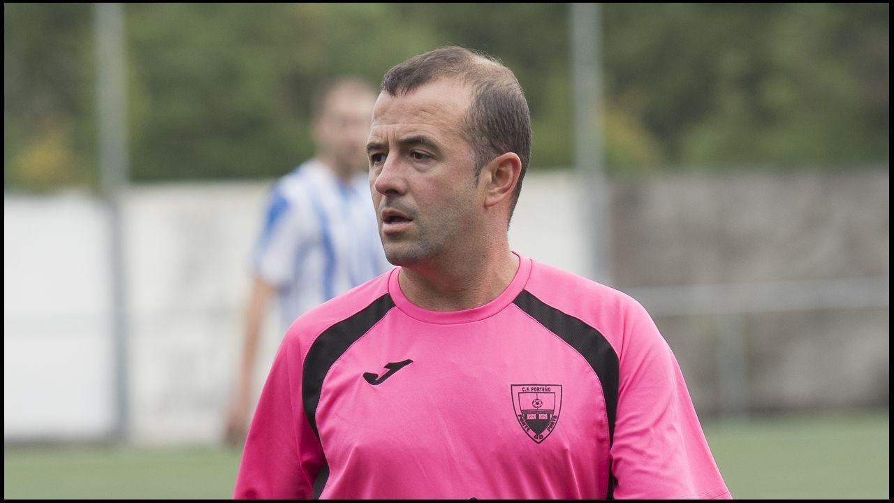 Saul Aaron Horizontal.Saul y Aaron se abrazan tras un gol del Real Oviedo
