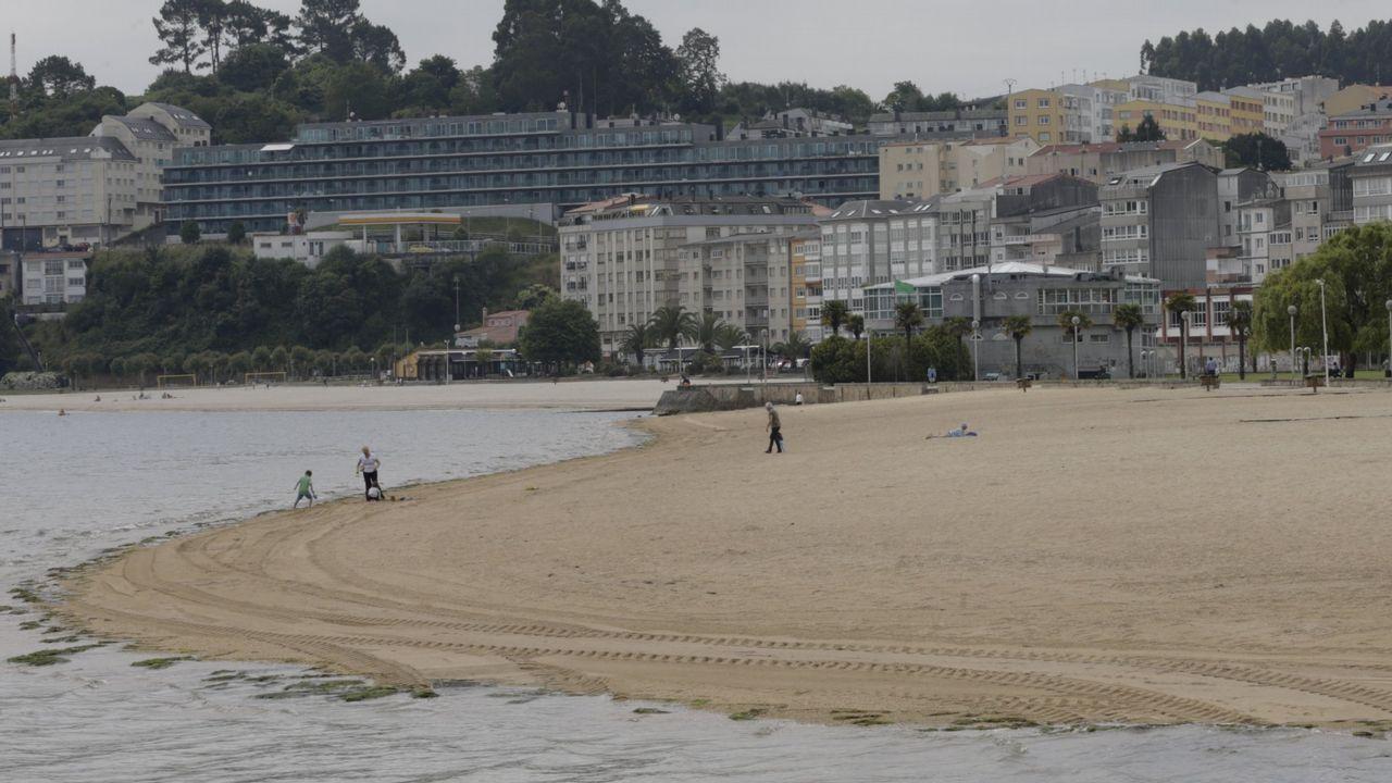 Así está la A-6 en el límite de Galicia.Imagen de recurso de unos agentes de la Guardia Civil.