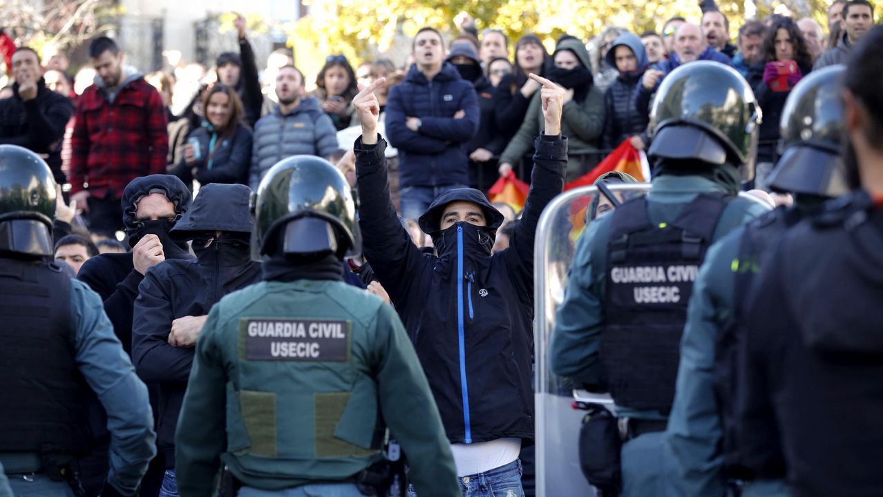 Tensión en las calles de Alsasua por el acto conjunto de Ciudadanos, PP y Vox.El presidente de la Diputación de A Coruña: «C's debería saber que Paco Vázquez quiere que gane el PSOE»