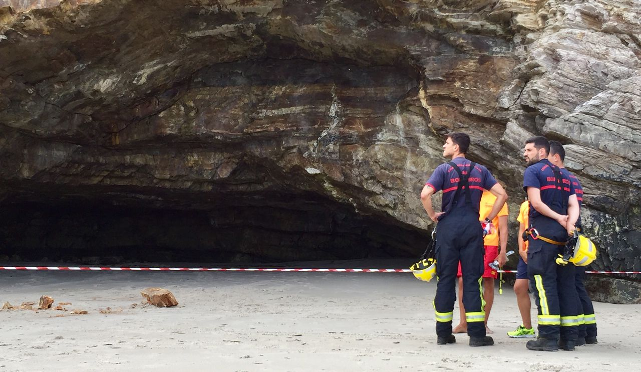 El vóley playa fue ayer el protagonista de Razo ¡mira las imágenes!.Miles de personas acudieron a la noche de los fuegos en Gijón