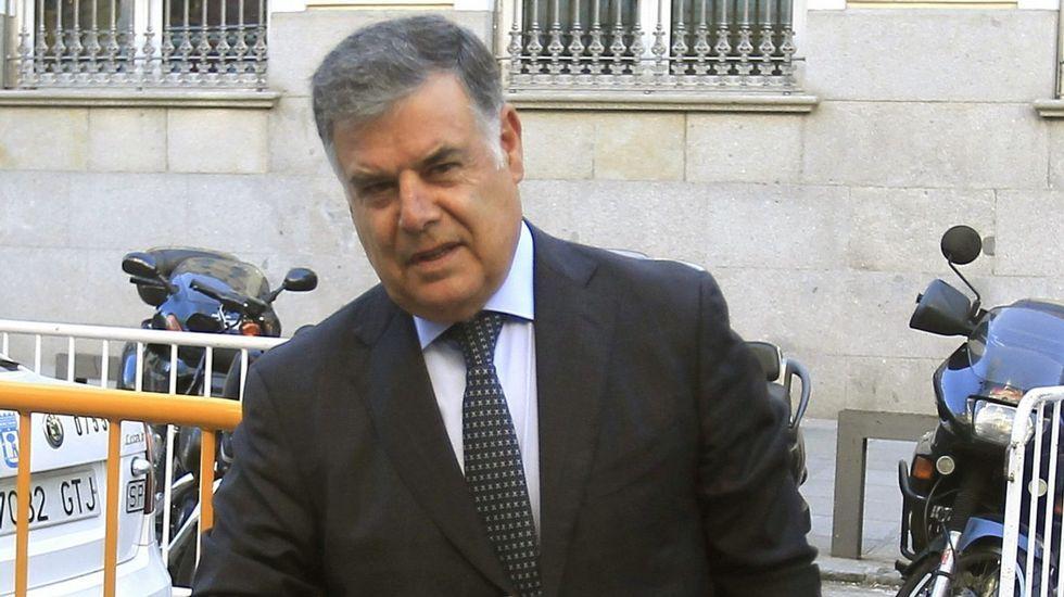 Susana Díaz pide a Besteiro un paso más.La caza mueve cien millones de euros al año en Galicia.