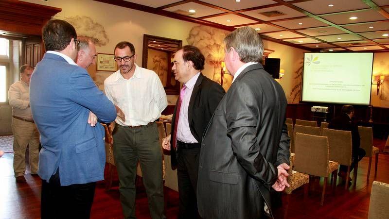 Los secretarios comarcales Manel Grandal y López Pintos, junto al secretario de Organización, Ramón Alfonzo