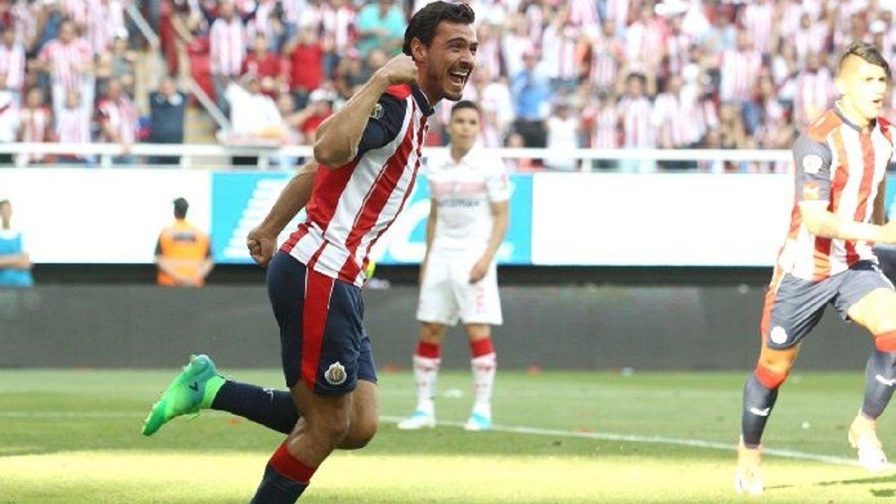 Alvaro Vazquez Real Oviedo Nastic Tarragona Espanyol.Oswaldo Alanís celebra un gol con Chivas