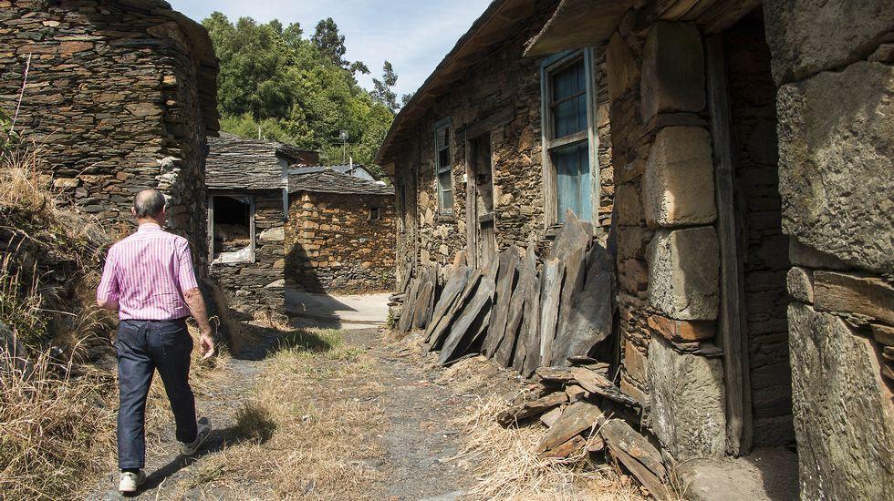 Pese al abandono, gran parte de las construcciones tradicionales de la aldea se mantienen en buen estado