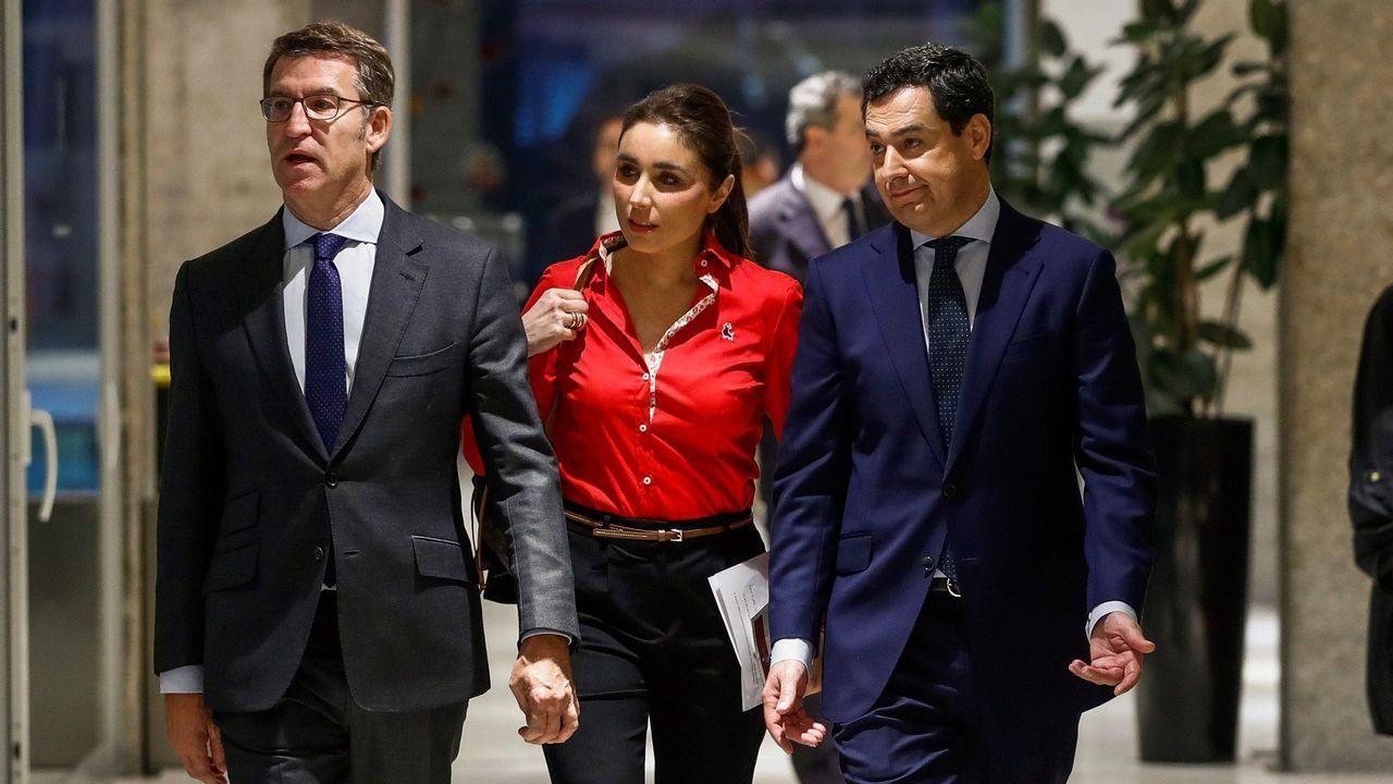 Feijoo visita el Hospital da Mariña, en Burela.Alberto Núñez Feijoo acompaña a Juanma Moreno, candidato del PP a presidir la Junta de Andalucía