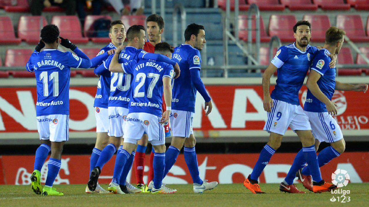 Los jugadores del Oviedo celebran uno de los goles al Numancia