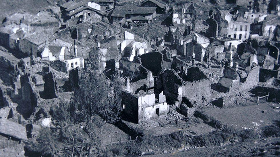 El pueblo de Tarna (Asturias), completamente destruído. Septiembre de 1937