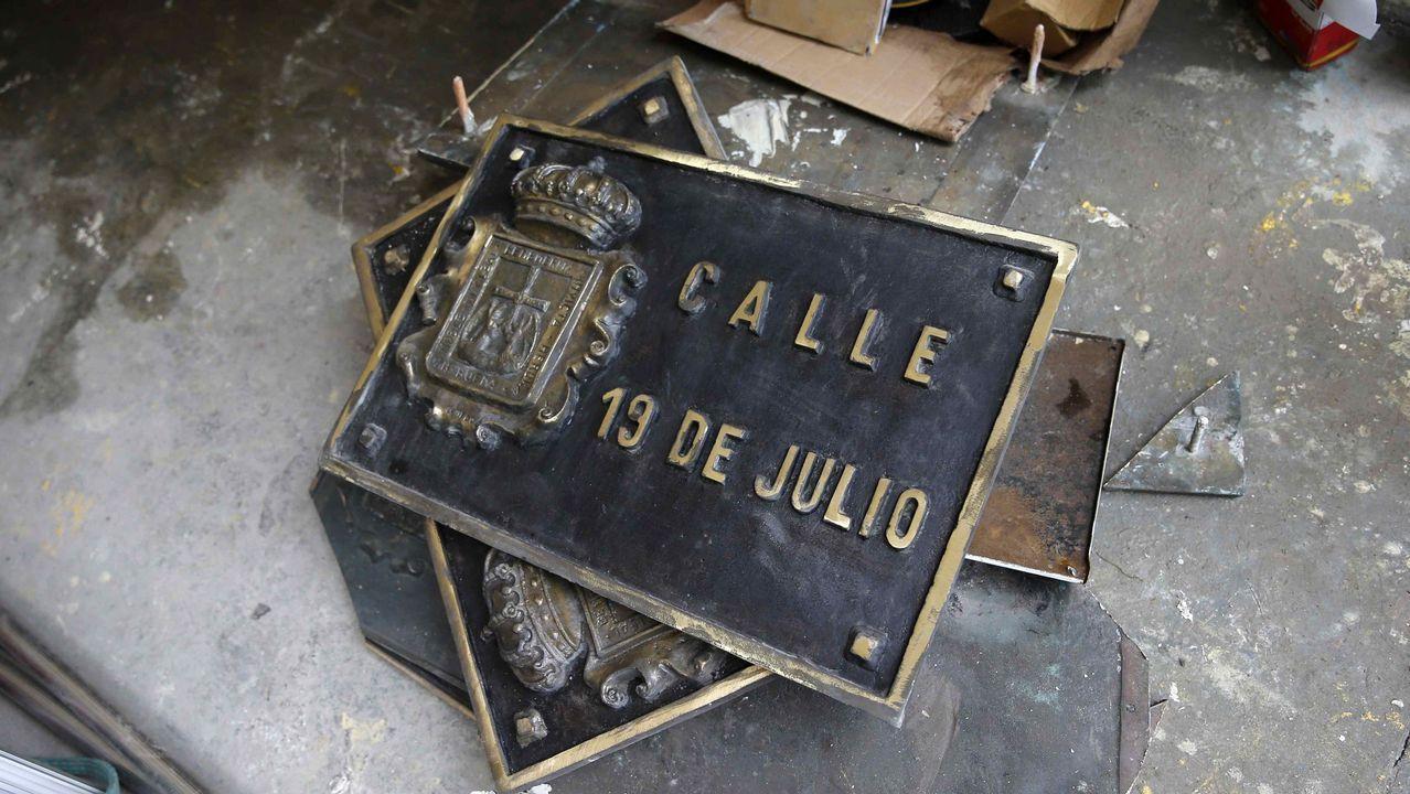 El alcalde de Navia y presidente de la Federación Asturiana de Concejos (FACC), Ignacio García Palacios.Sustitución de la placa de la calle 19 de Julio, en el centro de Oviedo, en aplicación de la ley de Memoria Histórica por parte del Ayuntamiento de Oviedo