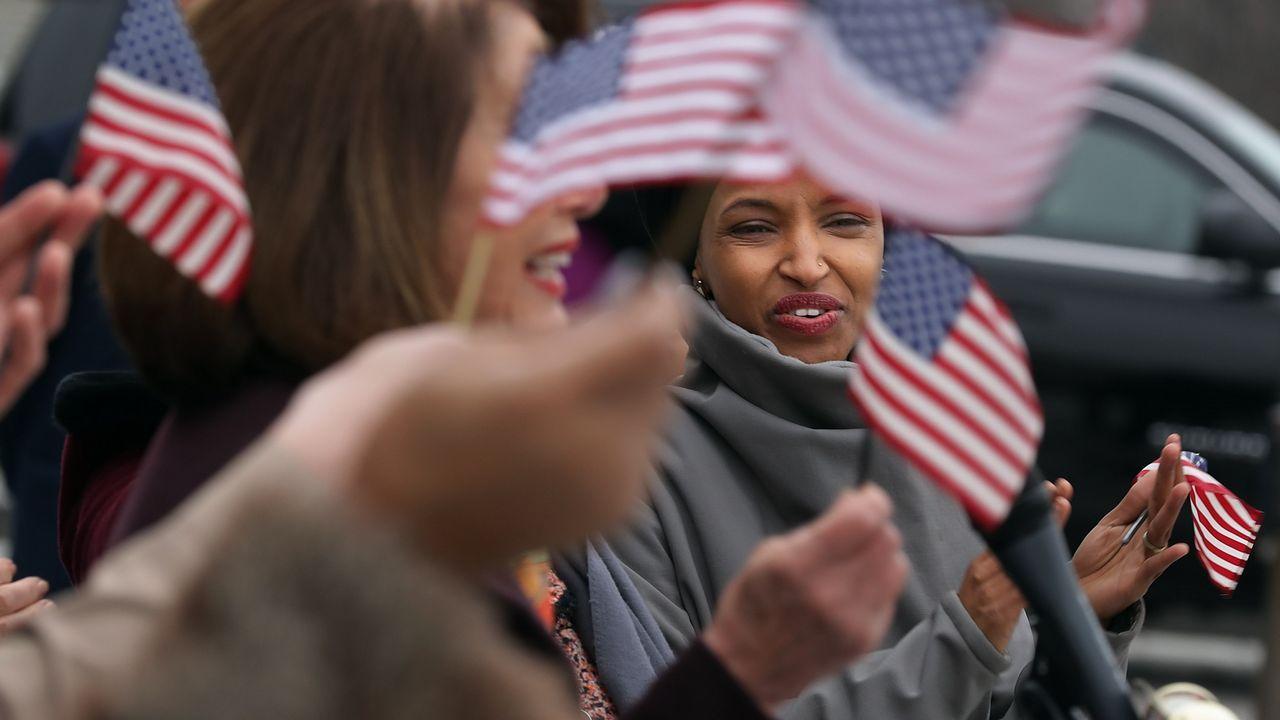 Al menos49 muertos en dos tiroteos contra dos mezquitas en Nueva Zelanda.Ilhan Omar, única parlamentaria que lleva el velo islámico y una de las dos primeras mujeres musulmanas del Congreso estadounidense