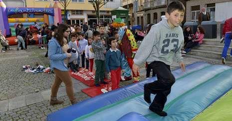 Los niños de Fisterra se lo pasaron en grande durante el último día de las fiestas do Cristo.