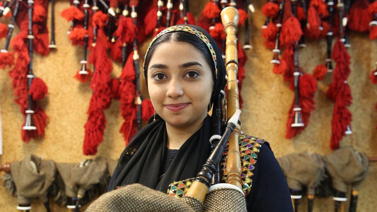 La primera gaiteira iraní escoge Ourense para formarse y crear una escuela en su país.