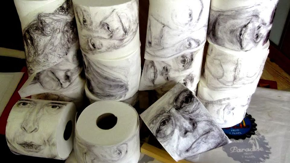 La edición menos rompedora de ARCO.El artista madrileño, Le Frère, inmortaliza a políticos y famosos en papel higiénico