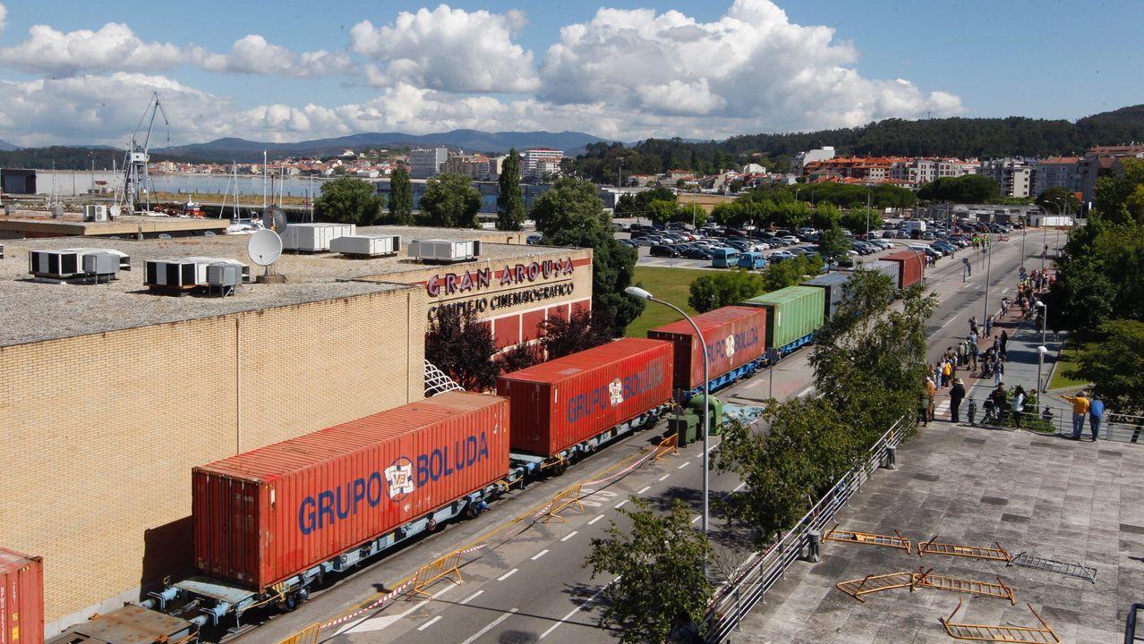 El tren del puerto a su paso por Vilagarcía