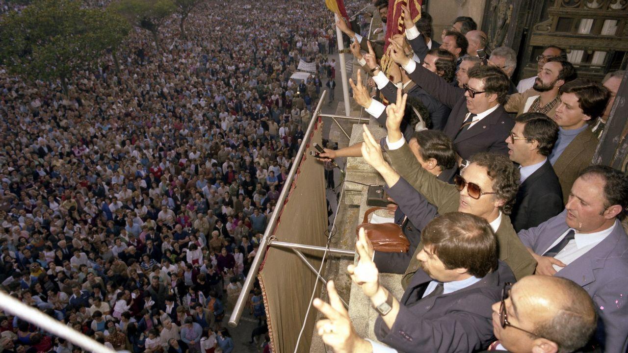 menendez.Se calcula que más de cien mil personas acudieron a la marcha que reclamó la capitalidad para A Coruña el 8 de junio de 1982. López Menéndez pronunció ante la audiencia concregada aquel día uno de sus discursos más recordados