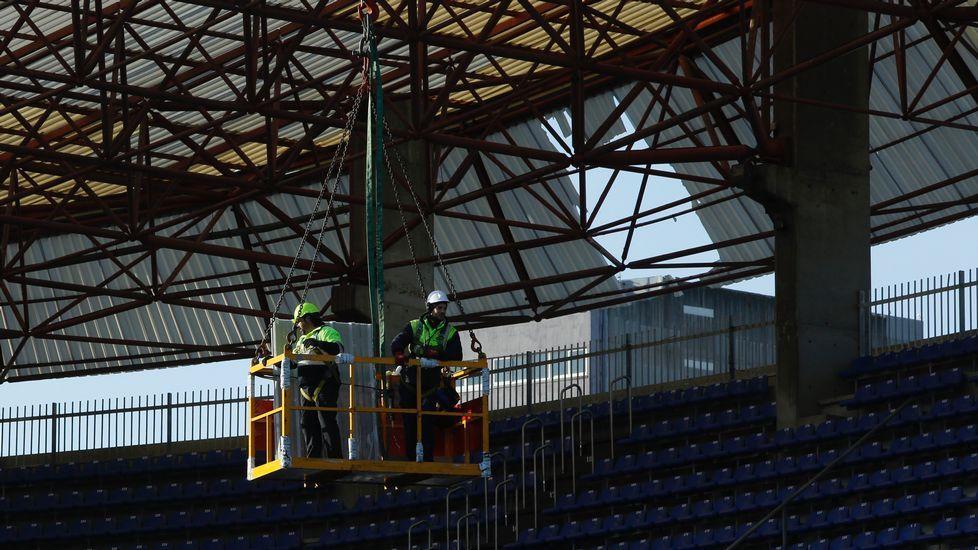 Arreglos en la cubierta del estadio de Riazor