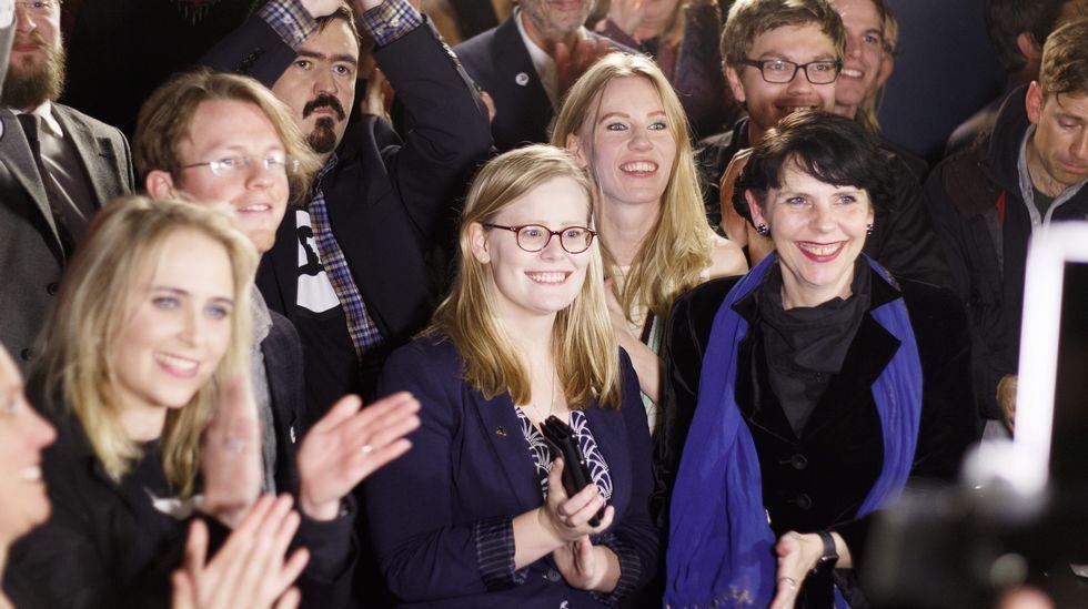 .Los líderes del partido Pirata islandés festejan los resultados