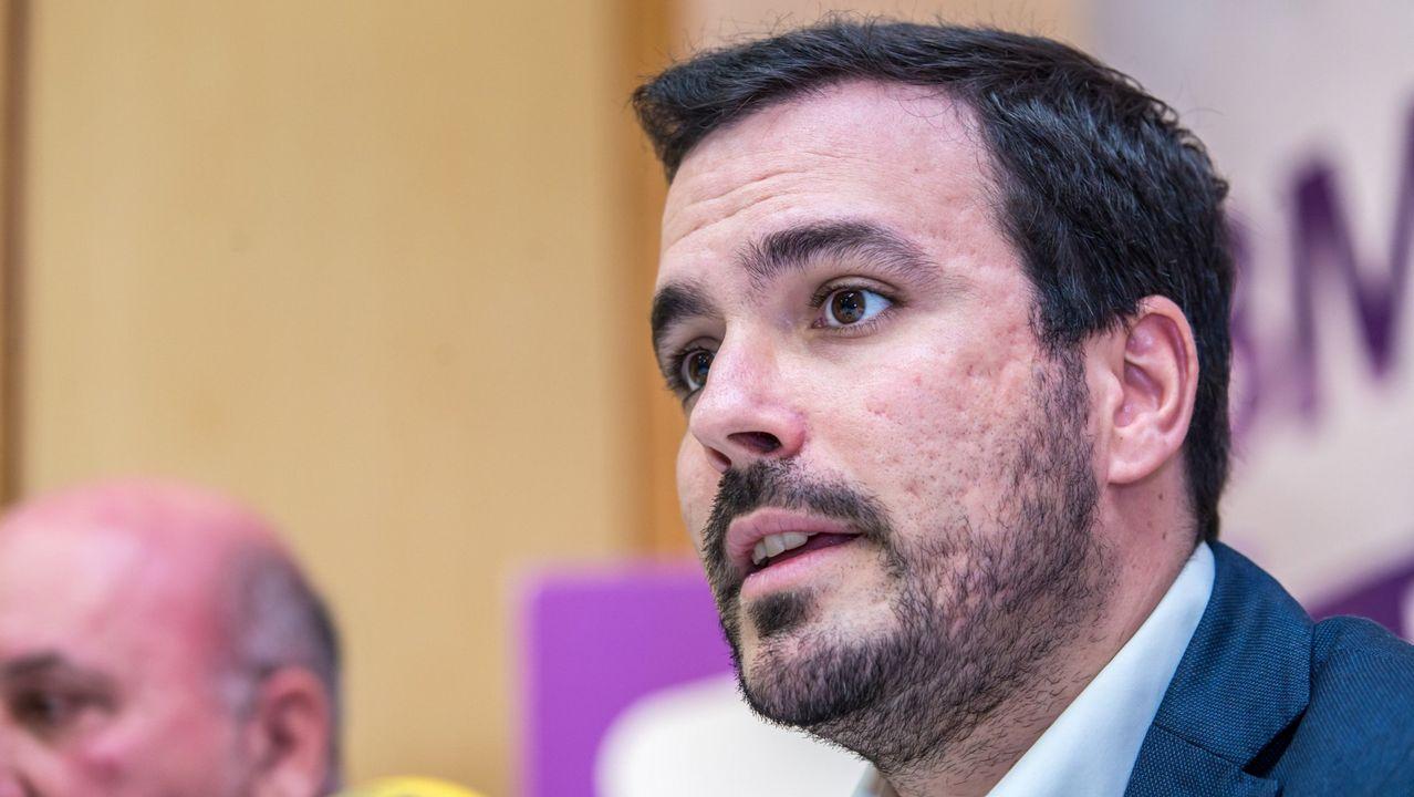 El último adiós a Rubalcaba, en imágenes.El coordinador federal de Izquierda Unida, Alberto Garzón
