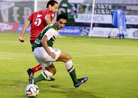 Víctor Vázquez, que hizo muchas cosas buenas, fue uno de los centrales ante el Murcia.