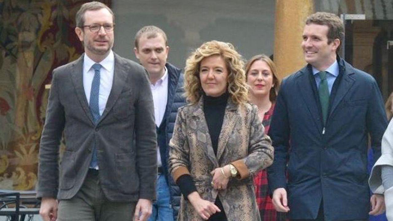 Teresa Mallada, con Javier Maroto y Pablo Casado