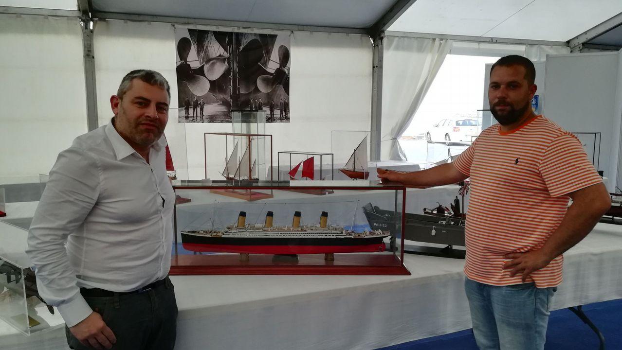 Un marinero fallecido y tres rescatados en un naufragio en el puerto de Malpica.El coleccionista Juan Manuel Peña entregó al náutico de Camariñas una maqueta del Titanic