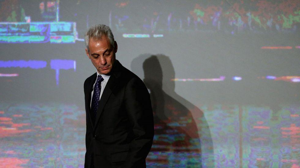 Extraño fenómenoatmosférico.El alcalde de Chicago, Rahm Emanuel, en un foro sobre violencia ciudadana
