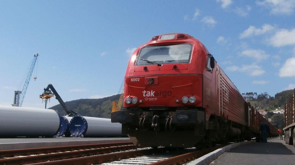 Ferrocarril entrando en el puerto interior