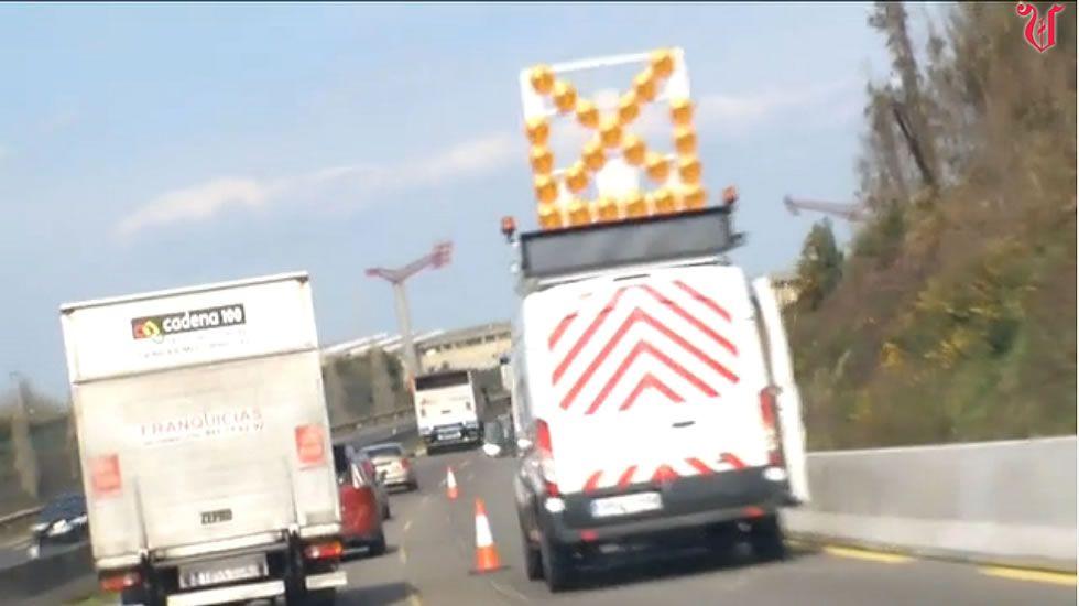 La autopista que nunca está de rebajas.Varios afectados frente al depósito que Sacyr dejará de mantener en menos de dos semanas.