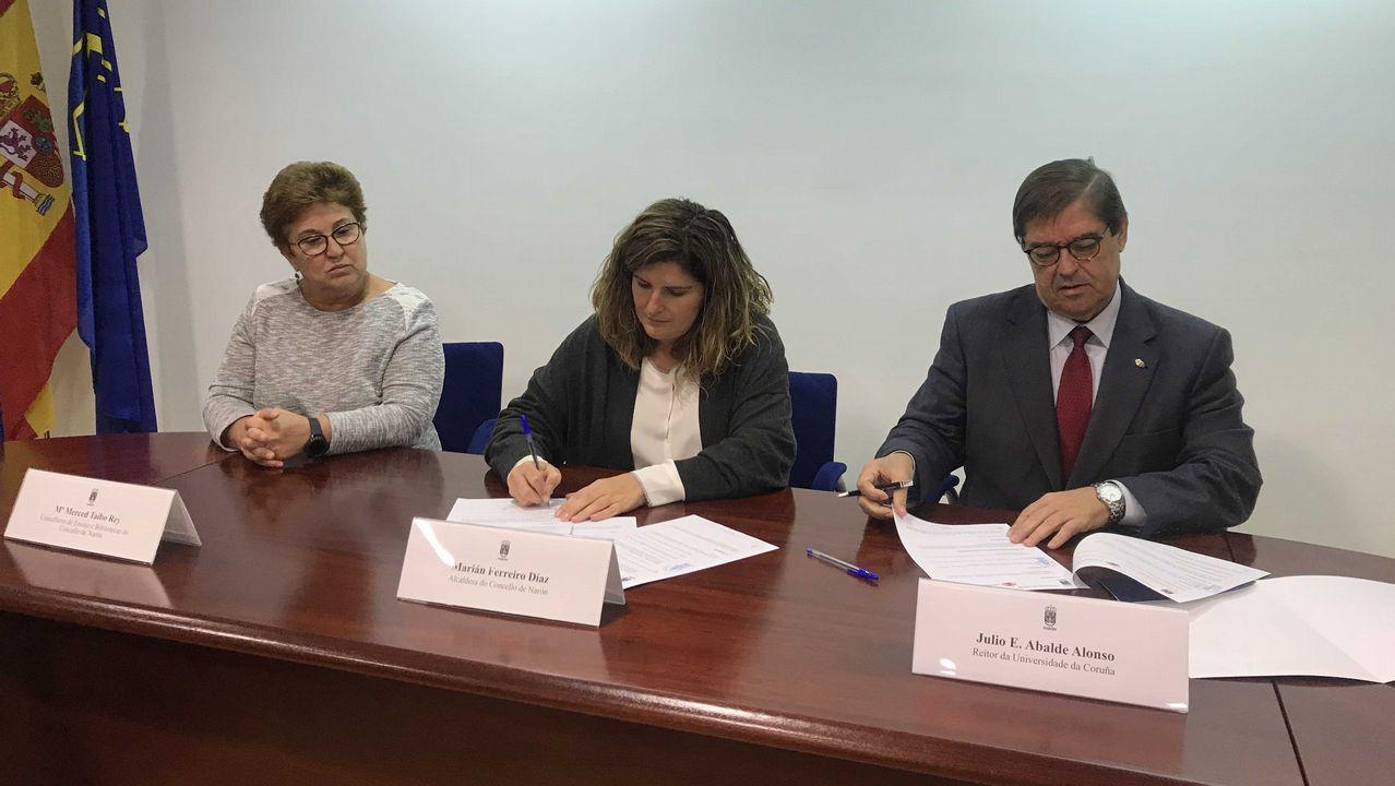 El álbum del día.Aquilina Fueyo, con el secretario general José Manuel Pingarrón Carrazón, y más portavoces del colectivo Unidigna