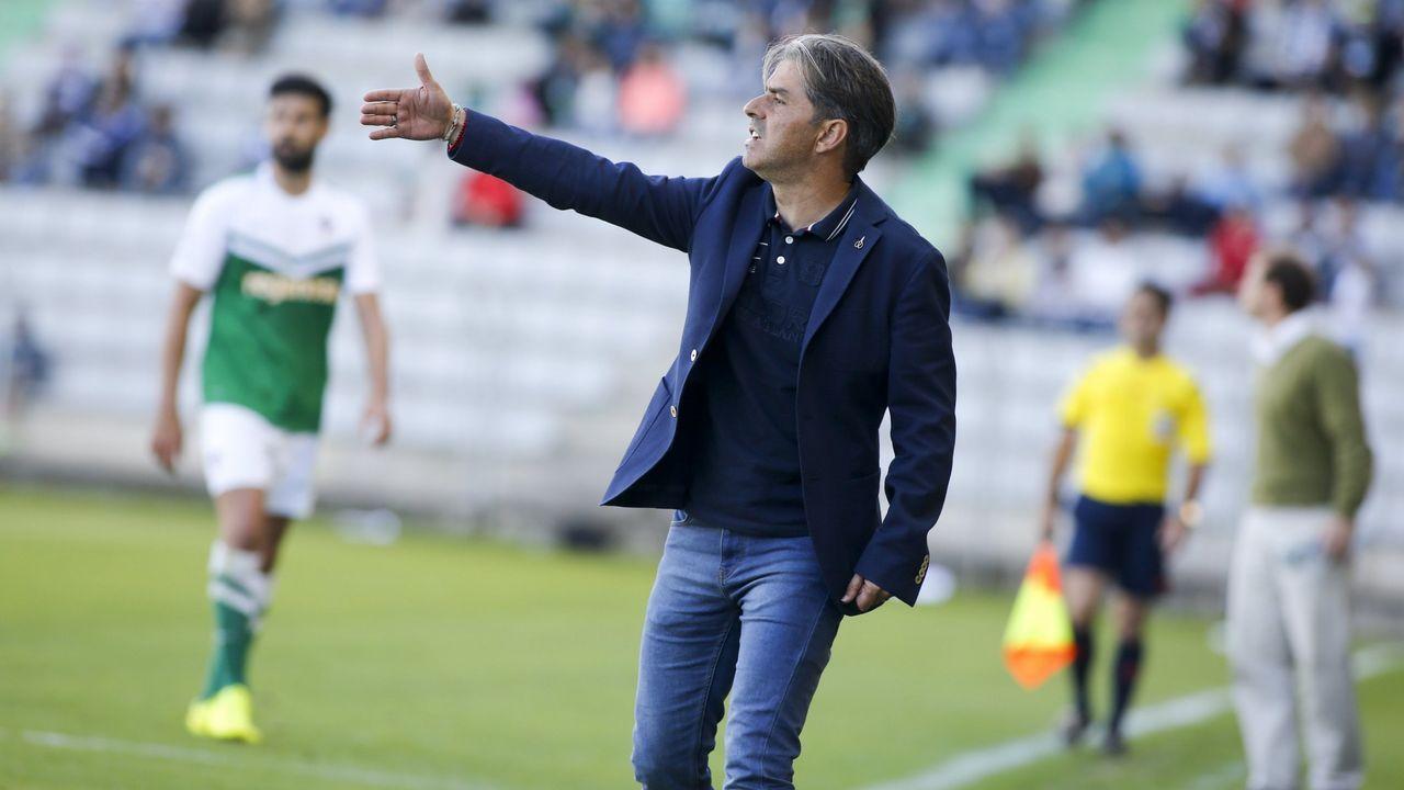 Anquela Almeria Real Oviedo Carlos Tartiere.Fidel pugna con Diegui en un Oviedo-Almería