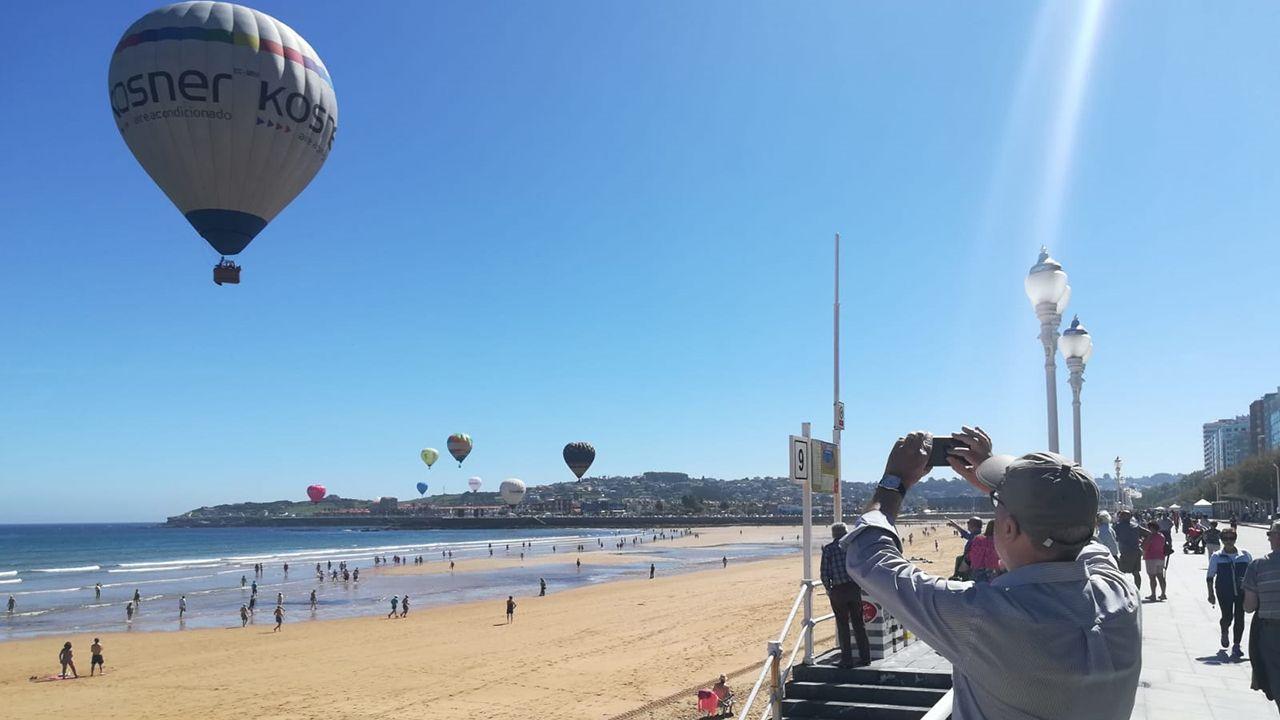 Globos aeroestáticos en Gijón.La playa de San Lorenzo de Gijón