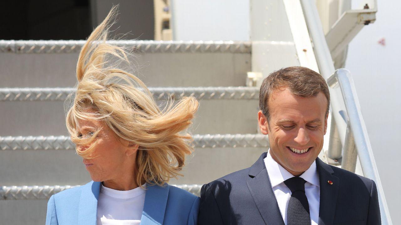 .Emmannuel Macron y su mujer, Brigitte, a su llegada al aeropuerto de Montreal