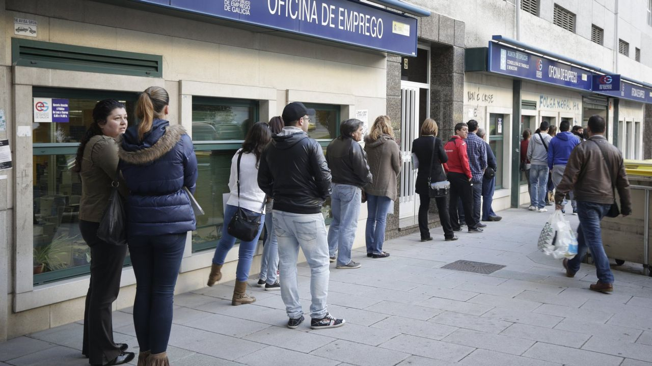 La PAH paraliza un desahucio en Oviedo.Nueva oficina de recaudación del Ayuntamiento de Oviedo