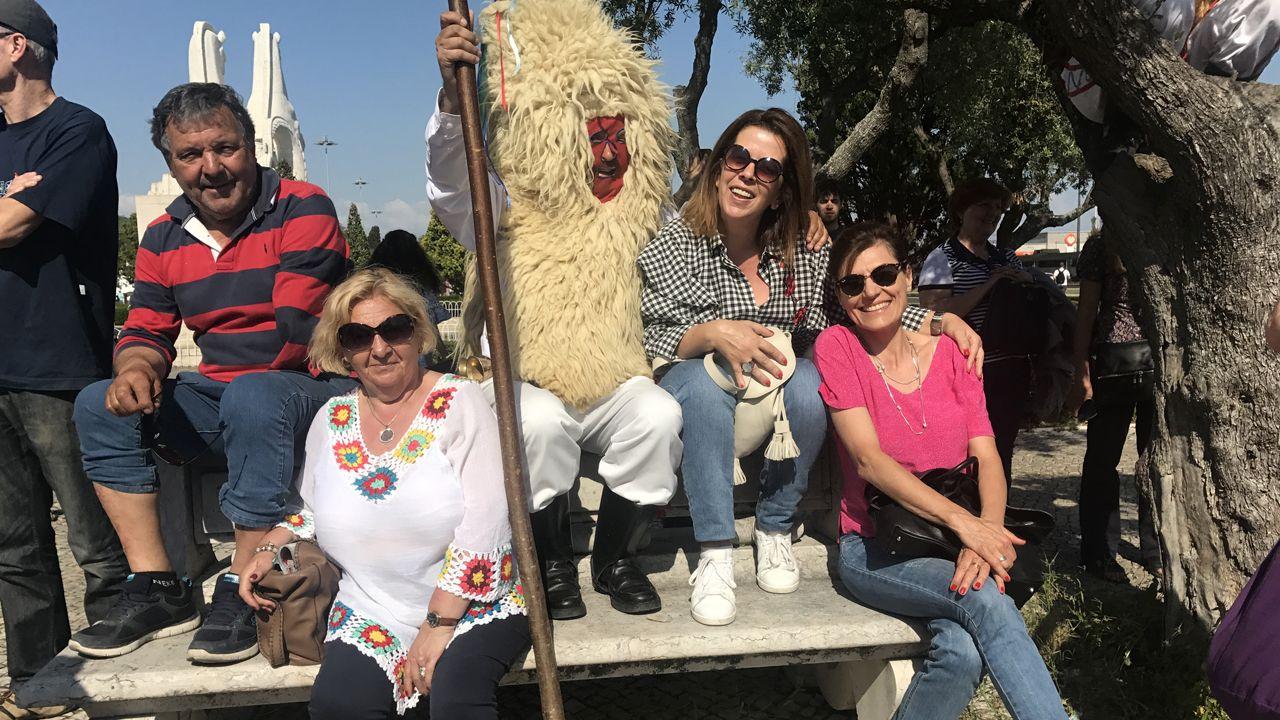 Los sidros posaron con el público durante el desfile de Belém