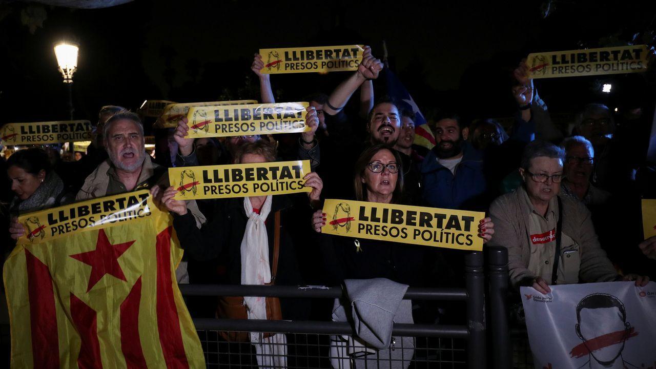 Cientos de personas se concentraron en Barcelona para mostrar su rechazo a la decisión de la jueza Carmen Lamela.
